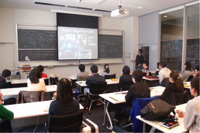 Students taking part in Professor Takada's lecture on cosmology.