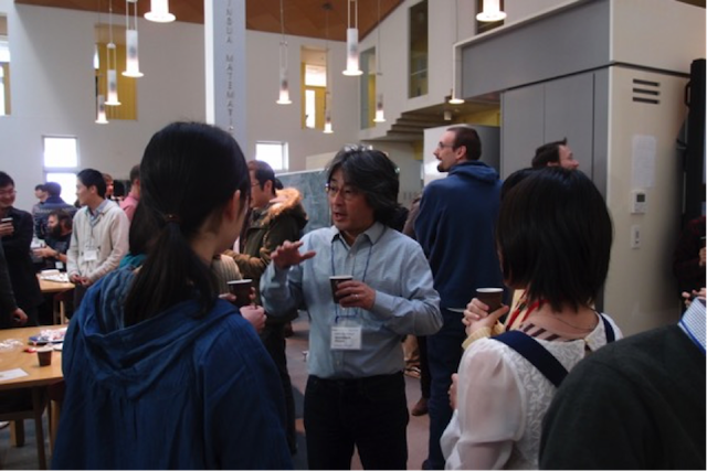 Students enjoying tea time with Kavli IPMU Director Hitoshi Murayama.